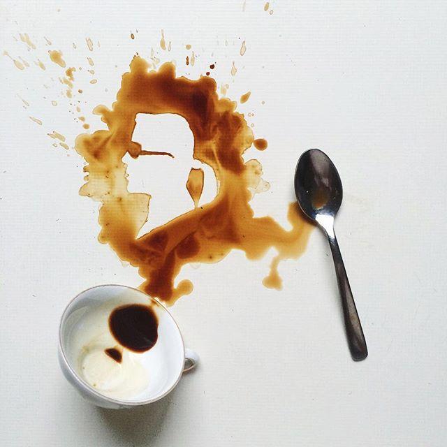 Karl Lagerfeld à partir de tâches de café - Giulia Bernardelli